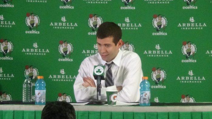 Brad Stevens entrenador de Boston Celtics en la conferencia de prensa
